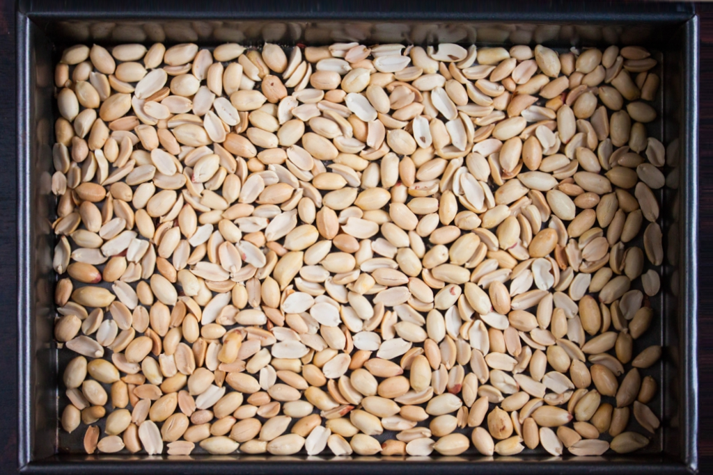 how to make roasted peanuts from raw peanuts