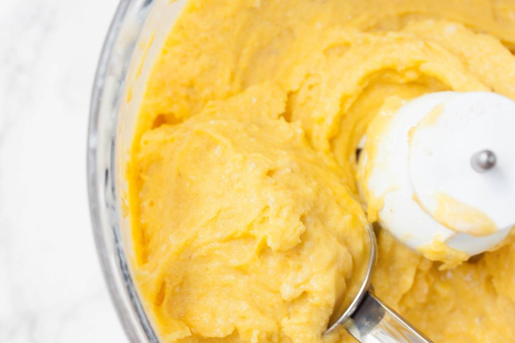 Frozen Yogurt Mango Soft Serve