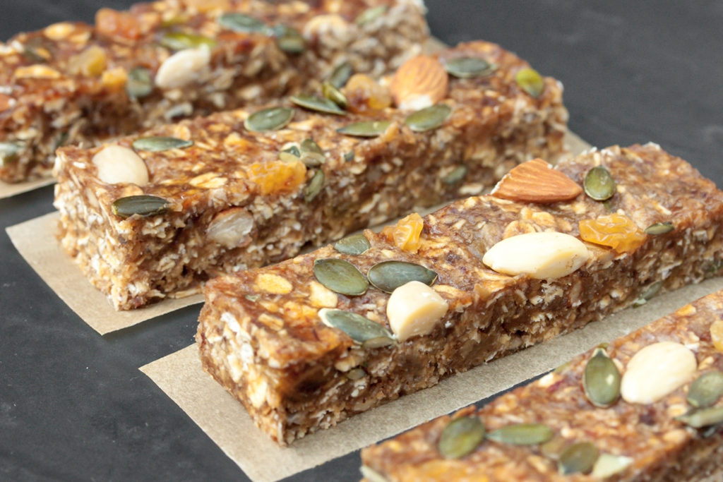 Chewy No Bake Breakfast Bars With Dates