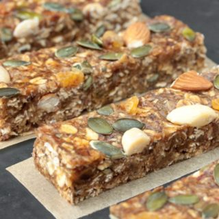 Chewy No-Bake Breakfast Bars With Dates